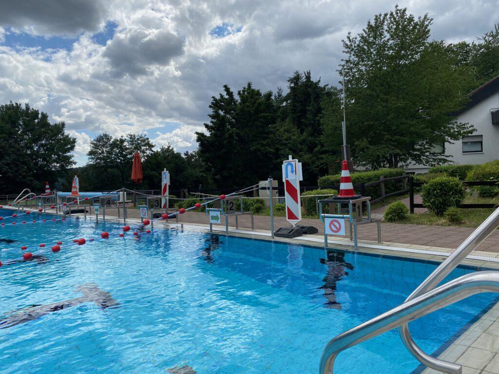 Foto des Waldschwimmbads
